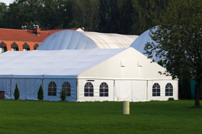 Outdoor event venues are usually a great choice for your wedding banquet.